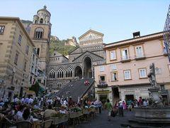 Соборная площадь возле Кафедрального собора святого Андрея