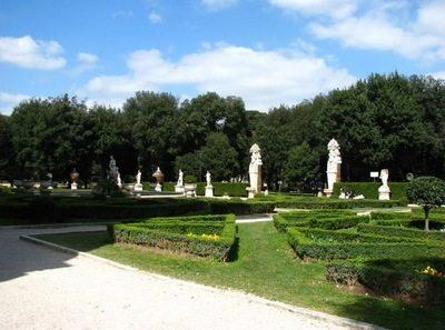 Скульптура в парке - Вилла Боргезе