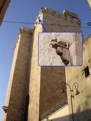 Башни святого Панкрацио и Элефанте в Кальяри (вблизи)