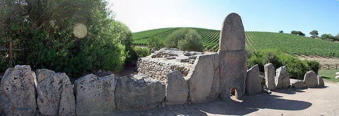 Могилы гигантов - остров Сардиния