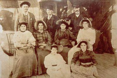 Король Карл I и его семья (фото 1890г.)