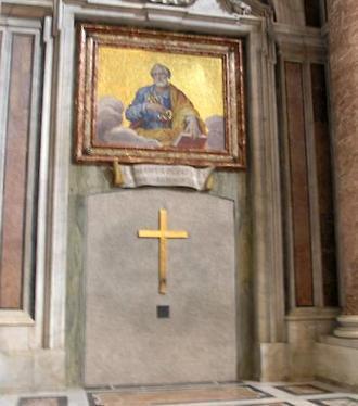 За Святой дверью