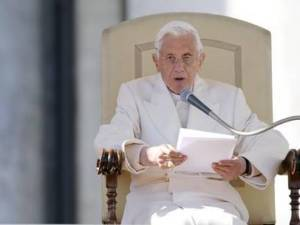 Папа Римский Бенедикт XVI из Ватикана