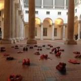 Красные туфли напоминают о жертвах домашнего насилия