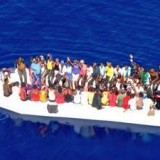 Иммиграция: 99 человек на катере спасателей