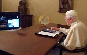Папа Римский теперь и в Twitter