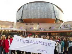 Профсоюзы и студенты протестуют на кинофестивале