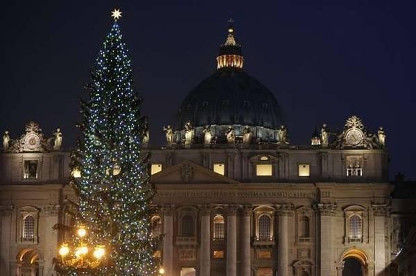 Елка возле Собора Святого Петра в Риме