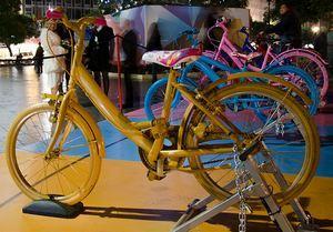 Ёлку в Политеамо зажигают… велосипедисты