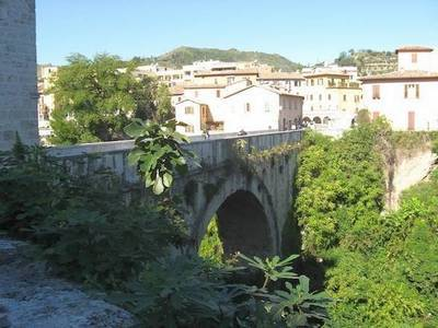 Мост через реку Тронто
