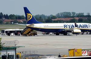 Пассажиры уже выпрыгивают из взлетающих самолётов