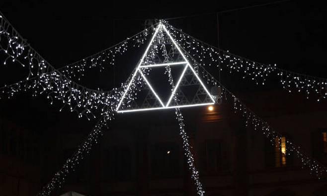 Рождественские огни «навеянные» математикой фркталов