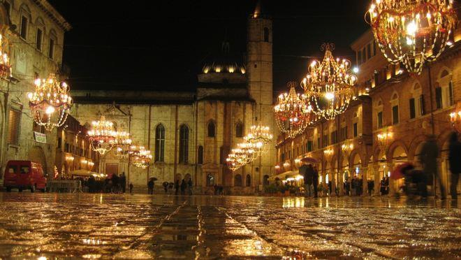 Вечерний вид на площадь