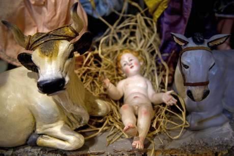 Два случая богохульства за одну ночь - фигурка Иисуса