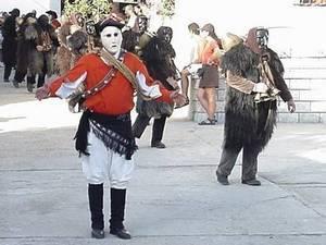Таинственные танцы на карнавале Мамутонес в Мамояде