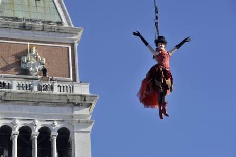 Полёт ангела на Венецианском карнавале 2013 состоялся