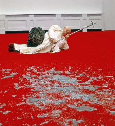 """La Nona Ora"" - работа Маурицио Каттелана - биеннале 2001"