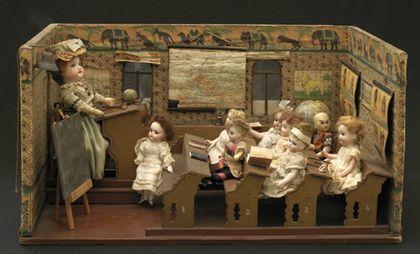 Кукольный класс с учениками в миланском музее игрушек