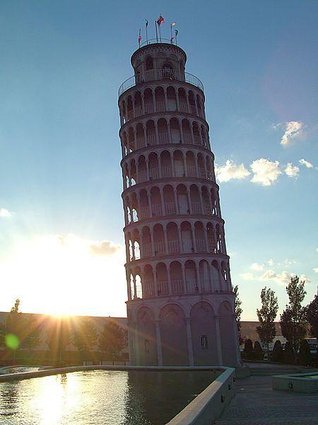 """""""Пизанская башня"""" в США в городке Найлс (Niles tower)"""