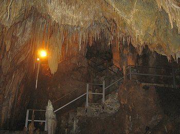 Сталактиты и сталагмиты в Пещере Чудес в Марина-ди-Маратея