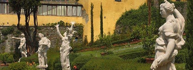 Некоторые статуи в саду