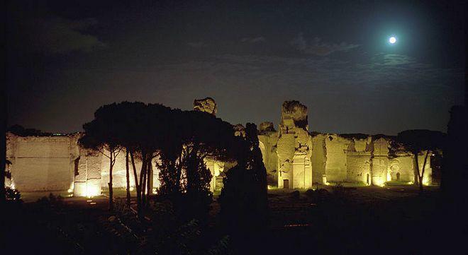Термы Каракаллы ночью