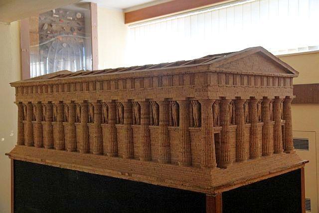 Храм Зевса Олимпийского (макет в музее)