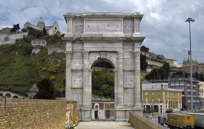 Арка Траяна в Анконе