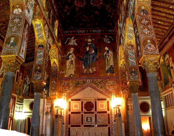 Мозаика на западной стене и королевский трон Палатинской капеллы