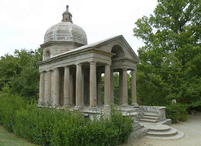 Храм Вечности в парке чудовищ в Бомарцо