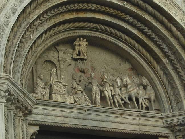 Скульптура фасада - Дуомо - Кафедральный собор Комо