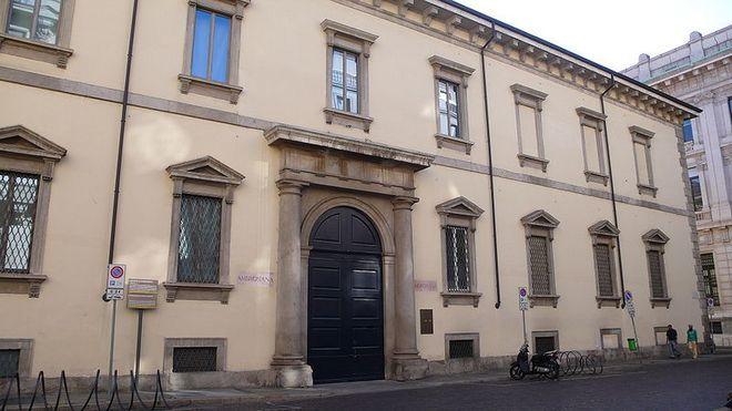 Фасад здания - Амброзианская пинакотека