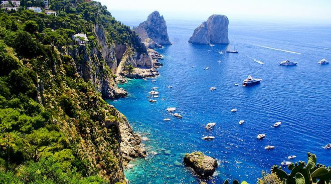 Пейзажи острова Капри - вид на залив