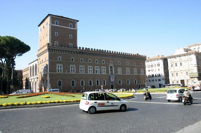 Дворец Венеции - Площадь Венеции