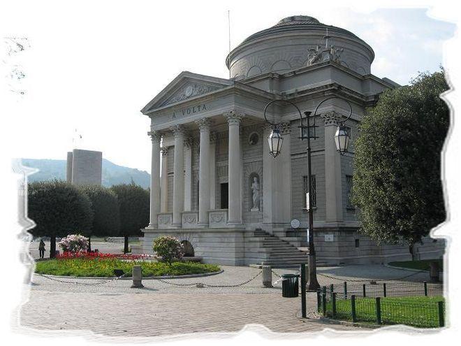 Храм Вольта в городе Комо