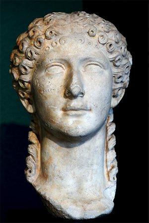 Агриппина - голова мраморной статуи