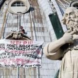 Акция протеста в Ватикане продолжается
