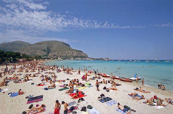 Песчаный пляж Монделло (Палермо)