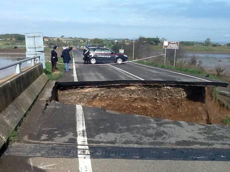 Непогода в Италии разрушила мост в Гроссето