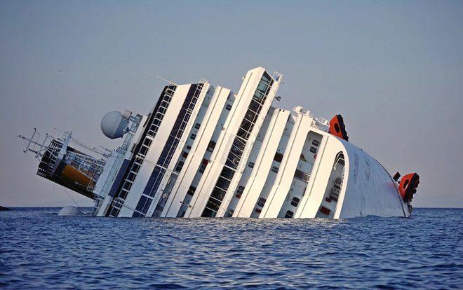 Тонущий лайнер Costa Concordia
