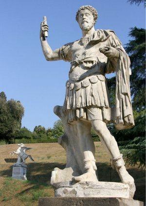 Статуя римского императора Адриано