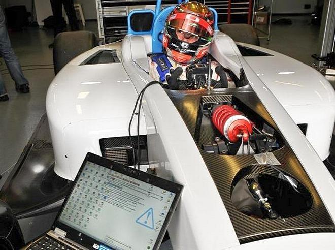 Болид Formula-E во время тестирования