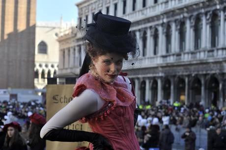 Марта Финотто - ангел на Венецианском карнавале 2013