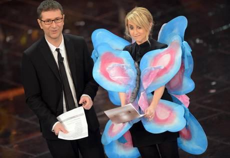 Лучиана Литтиццетто в костюме бабочки (рядом Фабио Фацио)