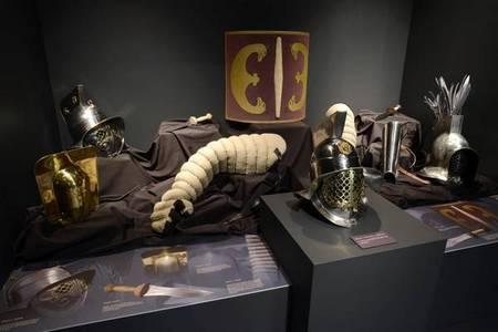 Доспехи на выставке «Один день в Колизее»