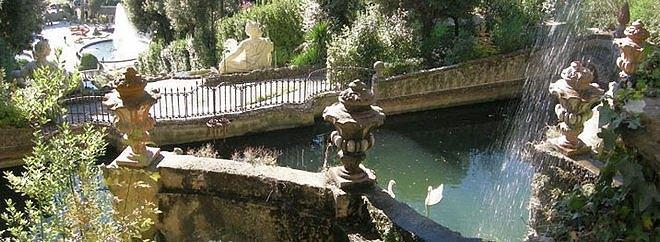 Вид на фонтан в саду Гарцони