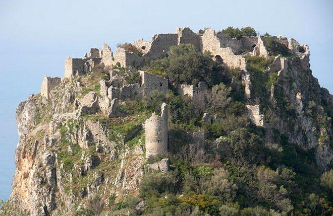 Замок Кастелло-ди-Кастрокукко