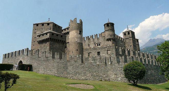 Замок в Фенисе