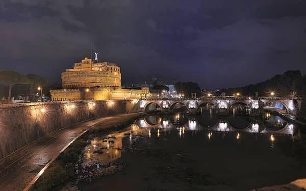 Замок и мост Сант-Анджело