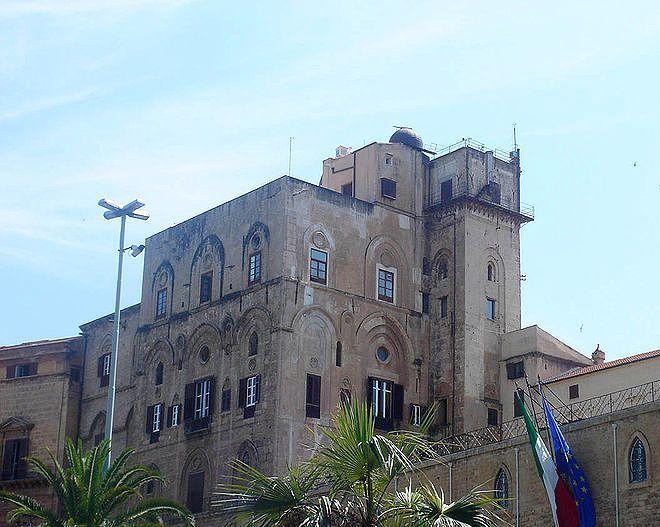 Норманнский дворец - Пизанская башня